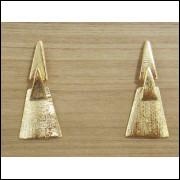 Brinco Feminino com 03 Triângulos Folheado á Ouro Semi Jóia