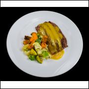 Iscas de Carne ao Molho de Mostarda com Verduras